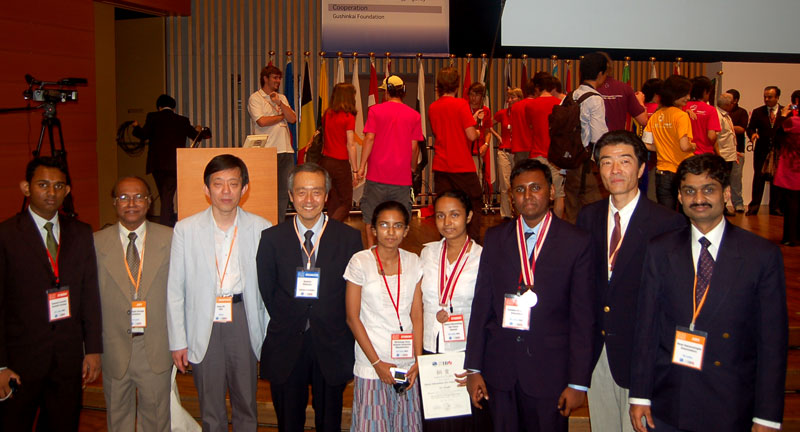 Sri Lankan Olympiad team with Japanese examiners